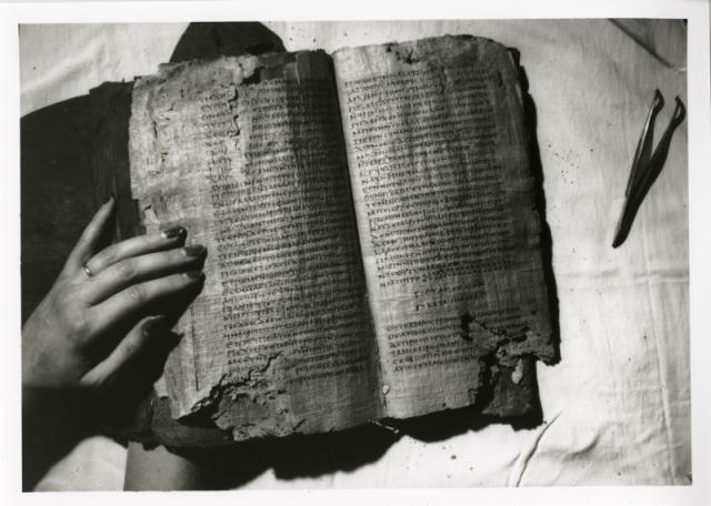 Nag-Hammadi-Codex-II-opened1