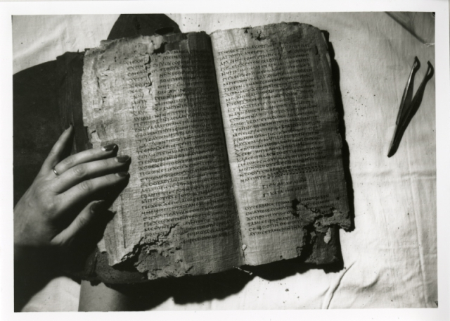 Nag-Hammadi-Codex-II-opened1